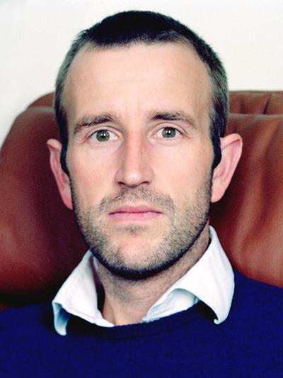 headshot of Robert Macfarlane